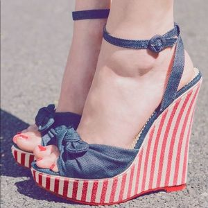 Shoe Dazzle 4th of July Ankle Strap Wedges 10